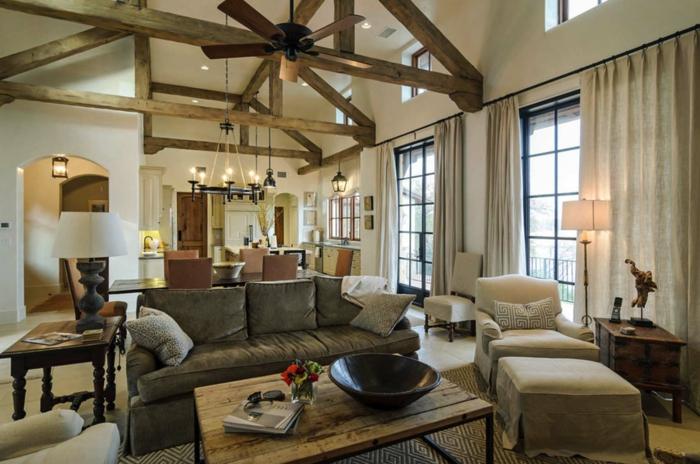 espacio abierto grande con muebles modernos y techo con vigas, como decorar un salon moderno rústico