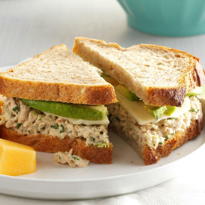 recetas de cocina faciles y rapidas, desayuno rico y saludable, tostadas con atún, aguacate y queso