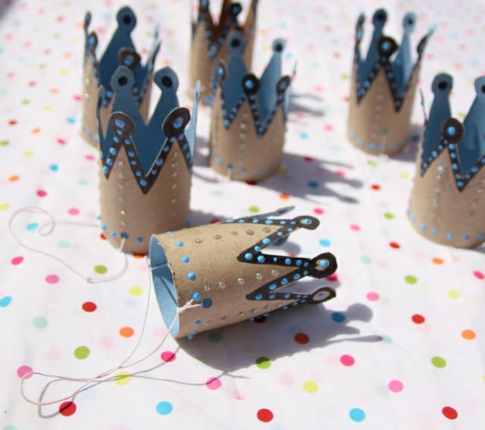 como hacer manualidades con tubos de carton, coronas bonitas para una fiesta infantil hechas a mano