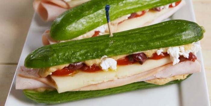 ideas super originales para una dieta sana y equilibrada en verano, bocadillo de pepinos con jamon y queso, recetas de cocina faciles y rapidas