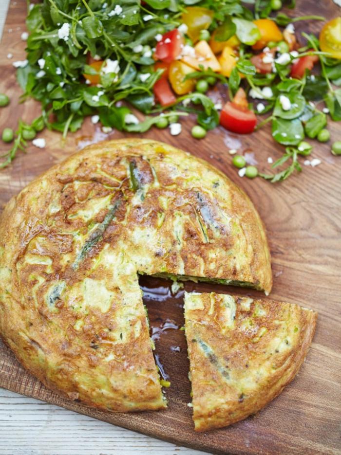 tortilla de patatas con muchas verduras, ejemplos de recetas de cocina faciles y rapidas