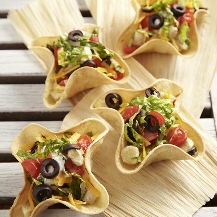bocadillos de forma original con pan árabe, recetas para cenas originales y sabrosos, pan con verduras y queso