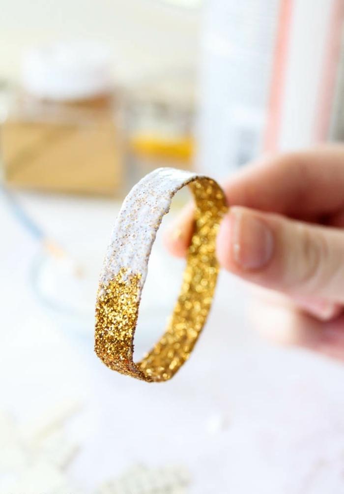 como hacer anillos de cartón para elaborar una calabaza decorativa DIY, manualidades para niños paso a paso