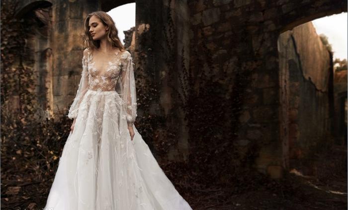 vestidos de novia cortos y largos tendencias 2018, largo vestido corte princesa con parte superior semitransparente y falda amplia