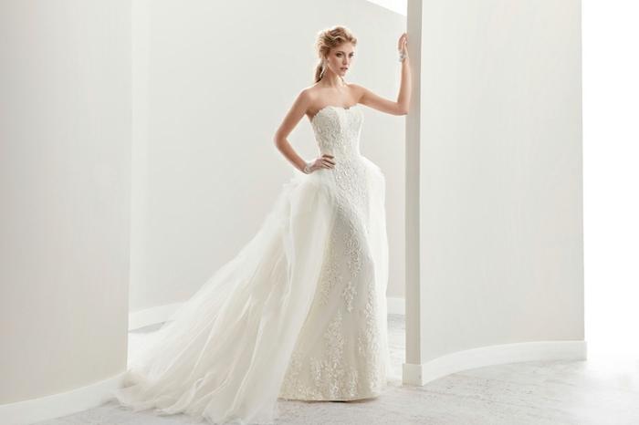 modelos de vestidos de novias de encaje 2018, precioso diseño con doble falda y escote palabra de honor
