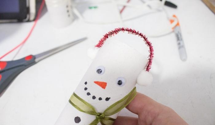 decoración navideña DIY, ideas de trabajo desde casa manualidades, papa noel hecho de tubos de cartón