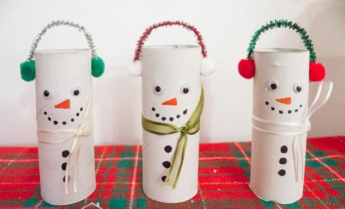 ideas trabajo desde casa manualidades, tubos de cartón decorados como papá noel, ideas de adornos navideos DIY