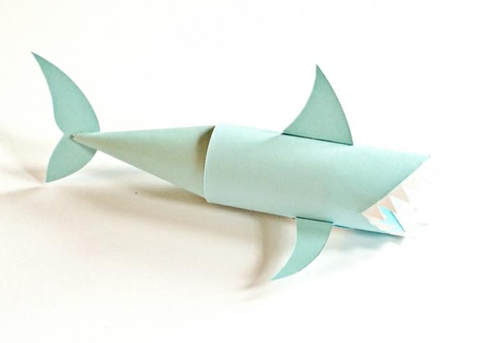 pasos para elaborar un tiburón de rollos de papel higiénico en azul, manualidades originales para niños