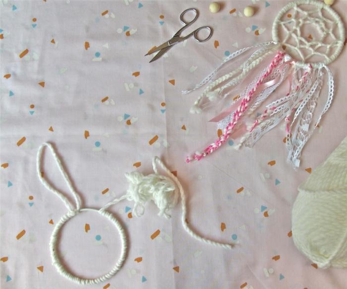 pasos para hacer un bonito atrpasueños decorativo en colores claros pastel, atrapasueños para los pequeños