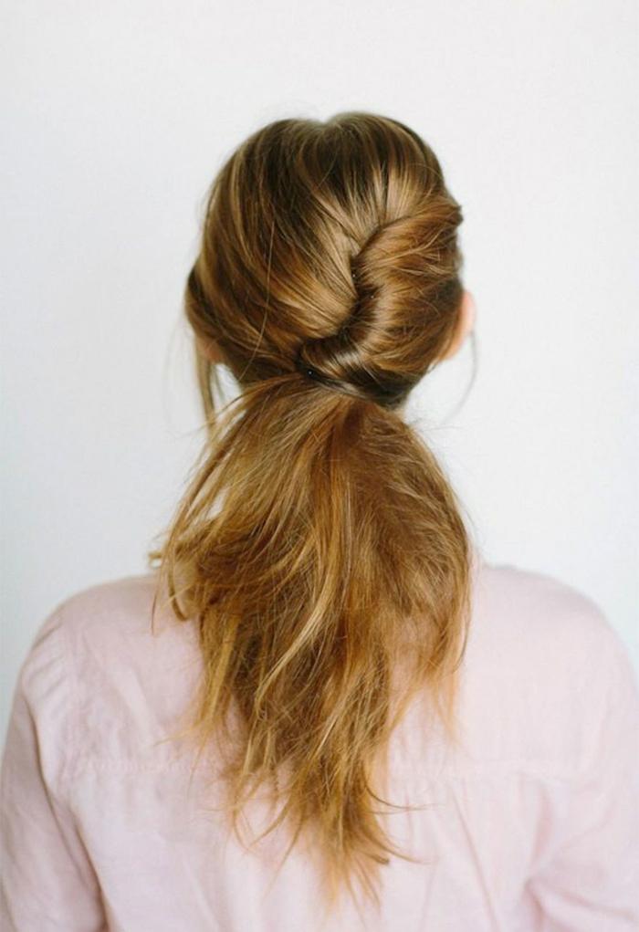 peinados faciles y bonitos paso a paso, peinado con mucho volumen, pelo largo y grueso en una coleta con mucho volumen