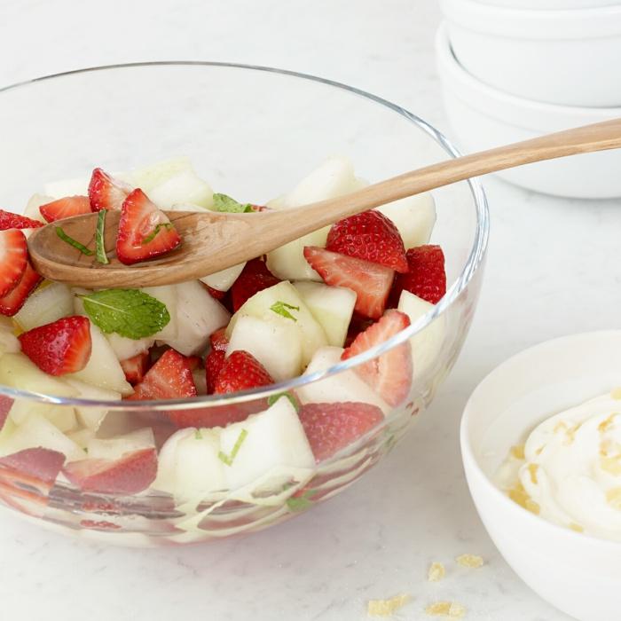como conseguir una dieta saludable llena de vitamines, ensalada de frutas, recetas faciles y economicas