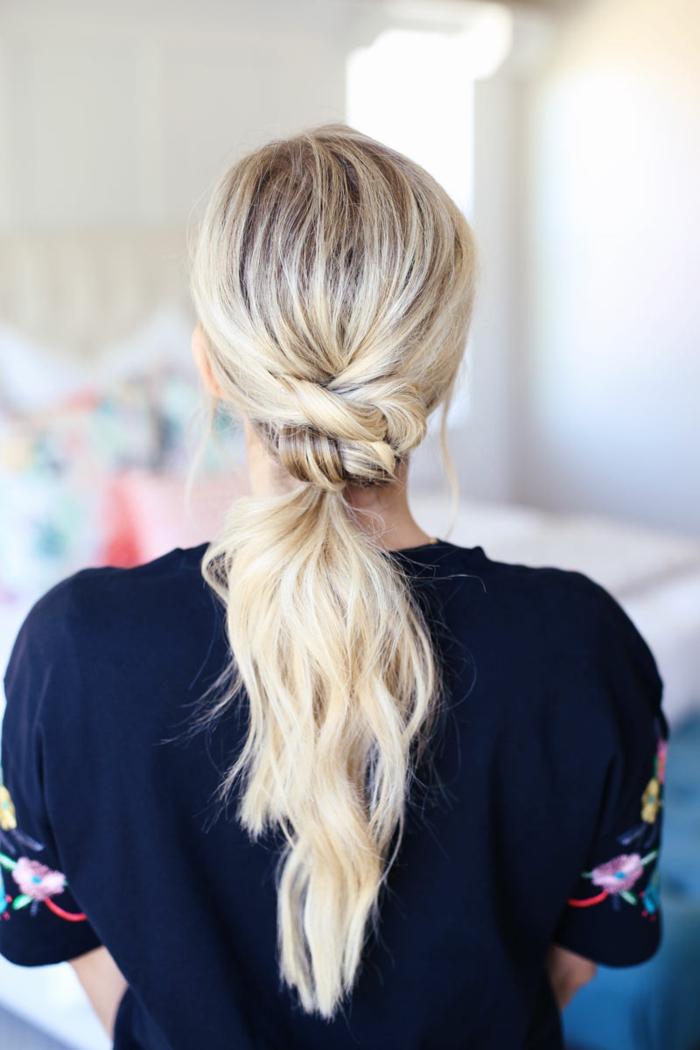 interesante propuesta de una coleta fácil de hacer, peinados mujer de encanto tendencias primavera verano