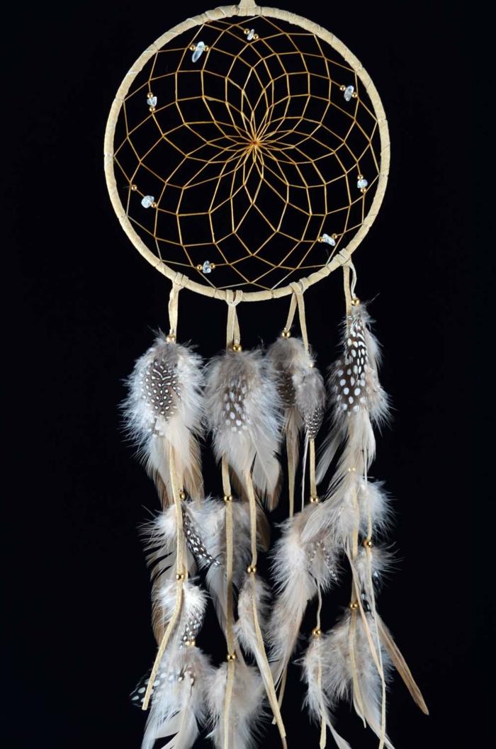 atrapasueños con plumas de halcón y aros de madera ideas de manualidades faciles y rapidas con tutoriales