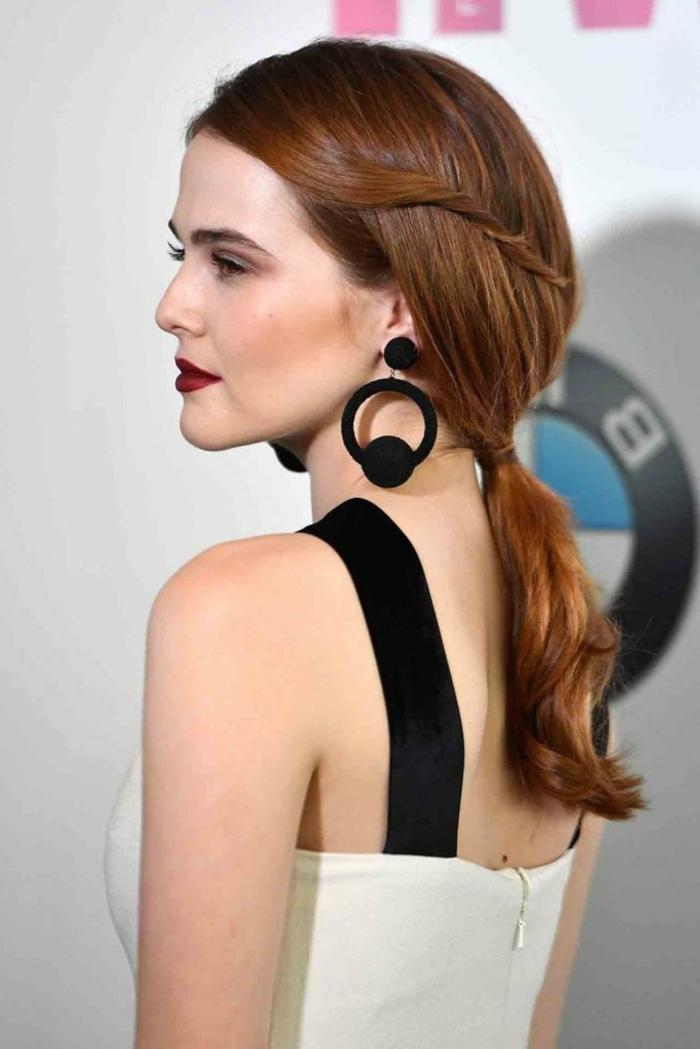 coleta baja con un toque femenino y sofisticado, ideas de peinados fin de año tendencias 2018