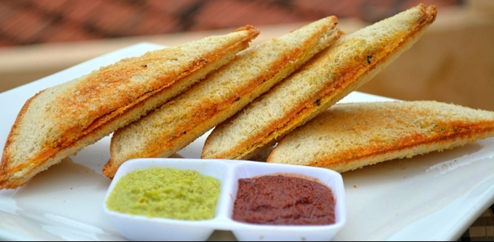 recetas faciles y sanas de desayunos y almuerzos, tostadas con salsas caseras, dos tipos de pesto