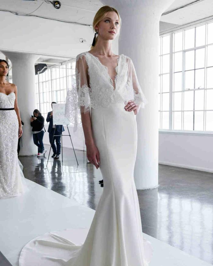 ejemplos de trajes de novia baratos, corte sirena con mangas amplias de tul y encaje y grande escote