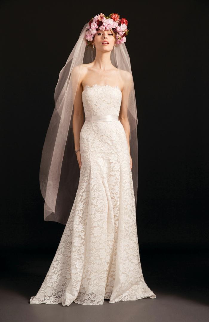 trajes de novia baratos corte sencillo, conita propuesta de encaje con cinta de satén en la cintura y corona de flores en la cabeza