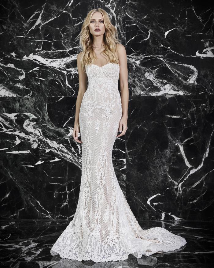 trajes de novia baratos y bonitos, vestido corte sirena de encaje con escote palabra de honor y partes semitransparentes