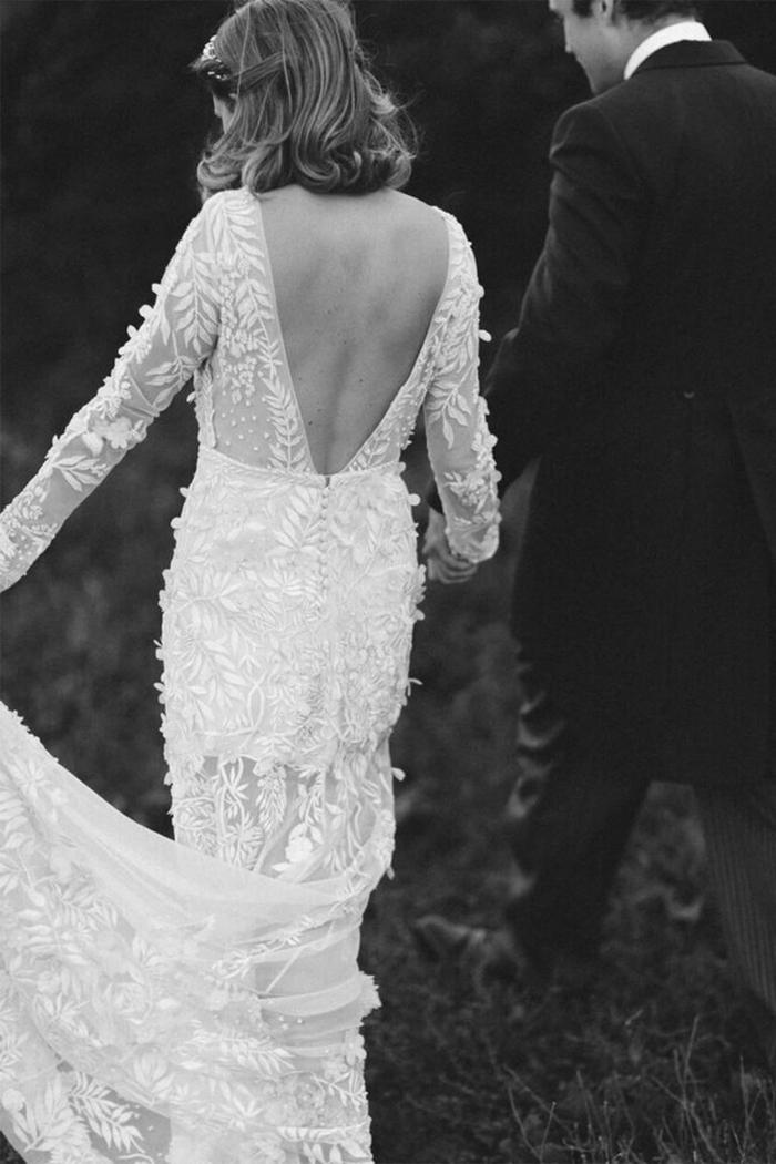 vestido de diseño clásico corte recto con falda semitransparente y espalda descubierta, ideas vestidos de novia precios