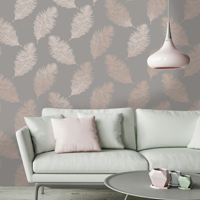 propuesta sofisticada de decorar con papel pintado, papel tapiz en gris con dibujos de plumas en rosado, decoracion en colores pastel