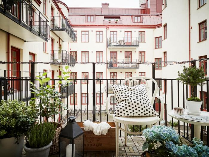 como convertir tu terraza en un oasis, decorar terrazas pequeñas paso a paso, macetas con plantas verdes DIY