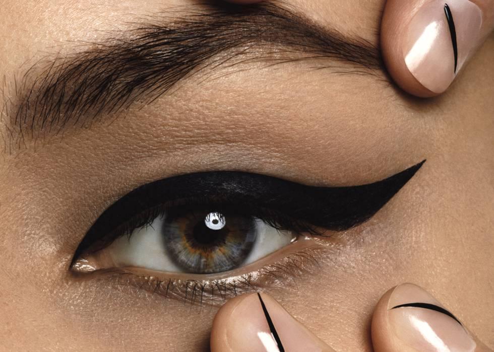 preciosas ideas sobre como maquillarse los ojos paso a paso, ojos del gato con la raya del ojo inclinada