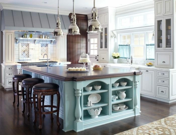 ideas de cocinas con isla modernas, grande isla pintada en azul claro con encimera de madera y sillas de madera tapizadas de piel