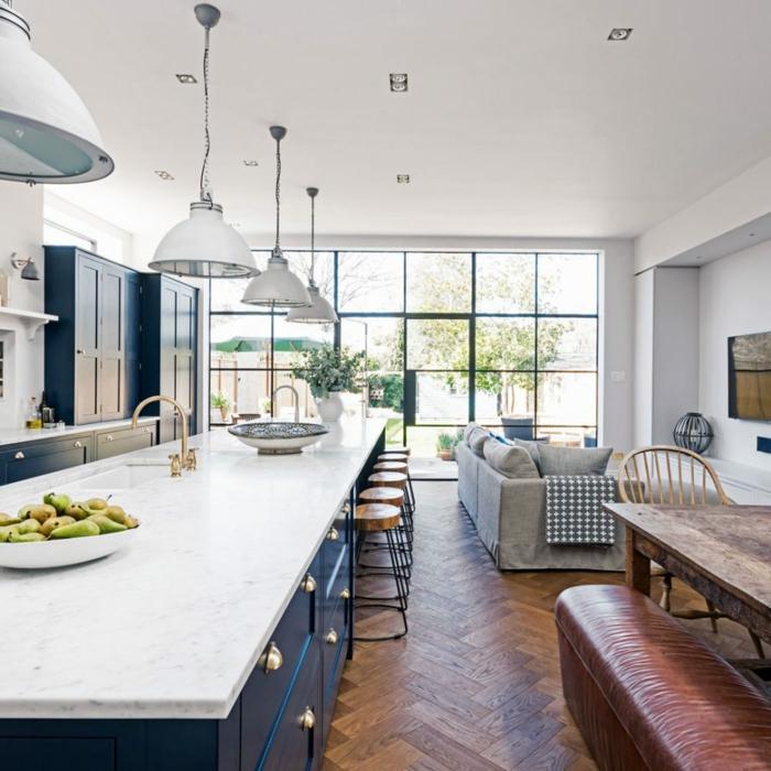 grande cocina con ventanales, ideas de decoración cocinas con isla abiertas al salón