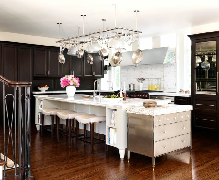 precioso diseño cocinas con isla , grande isla multifuncional con barra y estantes