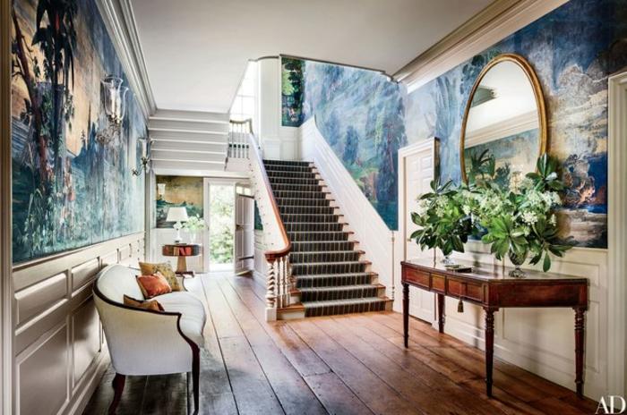 decorar con papel pintado pasillos y entradas, entrada grande en estilo vintage con muebles de época