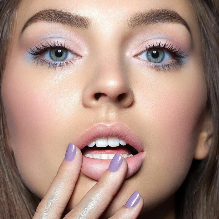 tendencias en el maquillaje 2018, ideas sobre como maquillarse los ojos, sombras de ojos en colores pastel suaves