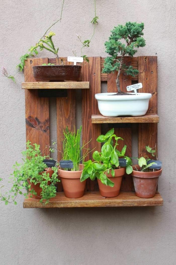 1001 ideas de jardineras con palets hechas a mano for Que plantas poner en una jardinera