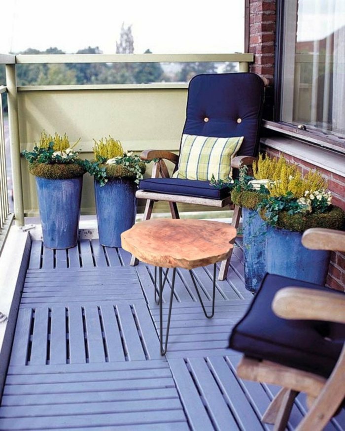 bonita idea de decoracion de terrazas en azul, muebles de diseño originales, patios con piscina y terrazas