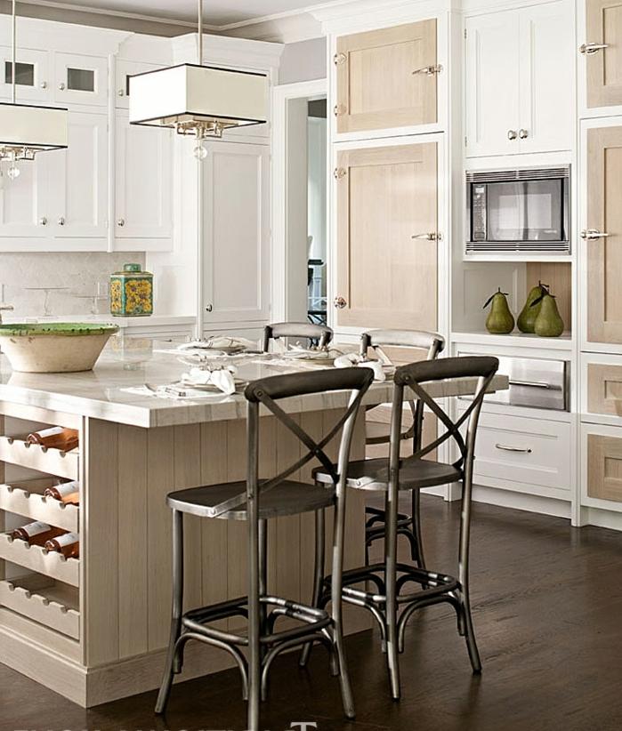 diseños de cocinas modernas en colores claros con toque vintage, isla moderna con estantes