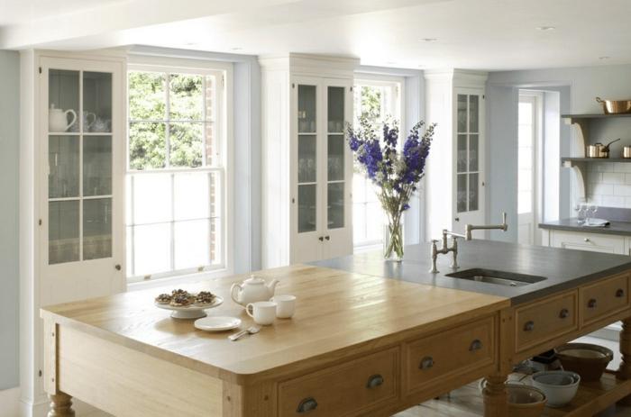 preciosos ejemplos de cocinas modernas blancas, grande isla multifuncional de madera con estantes