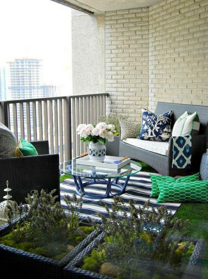 cómo decorar tu terraza según las últimas tendencias en decoracion de terrazas, muebles de diseño con detalles en azul y verde