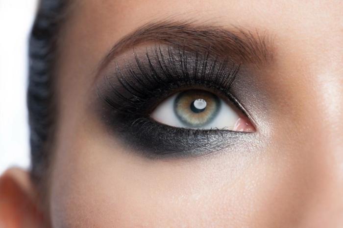 como conseguir un maquillaje impecable con ojos ahumados, tutoriales sobre cómo maquillarse los ojos