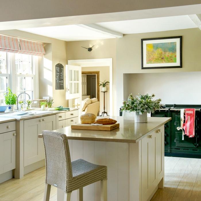 preciosa decoración de cocina con isla, cocinas modernas blancas tendencias diseño de interiores 2018