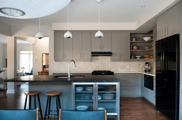 diseño contemporáneo en tonos claros y detalles en azul, decoración de cocinas pequeñas con isla