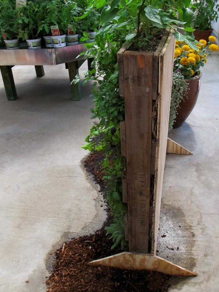 jardineras de madera hechas a mano con tutoriales, ideas originales para decoración de patios y jardines