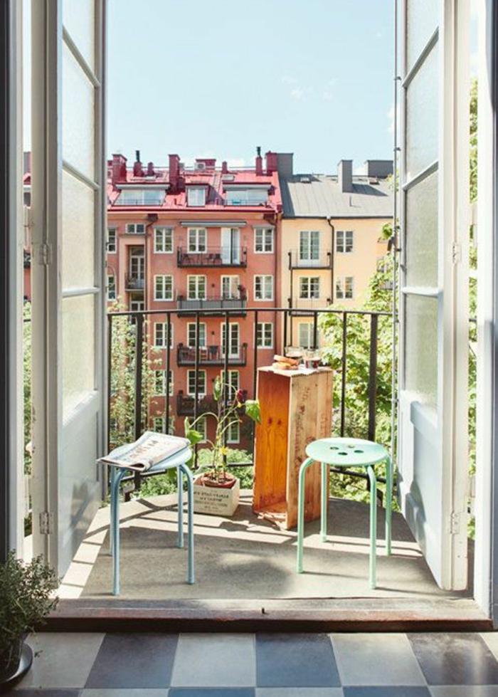ideas de decoracion patios pequeños con piscina y terrazas pequeñas, diseño sencillo con muebles DIY