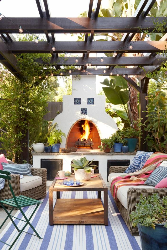 bonitas ideas de decoración de patios y porches, decoracion de jardines con piedras, chimenea de leña