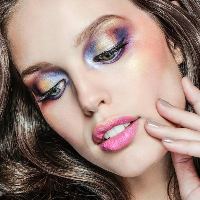 como maquillarse según las últimas tendencias, maquillaje en tonos suaves y pasteles con efecto húmedo en los ojos