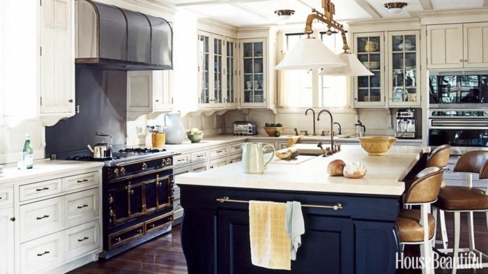 cocina con toque vintage con grande isla en el centro del ambiente, cocinas pequeñas con isla modernas