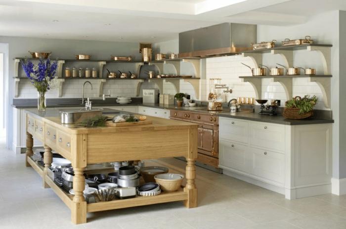 cocinas pequeñas con isla decoradas en estilo rústico moderno, grande isla de madera y paredes con estantes flotantes