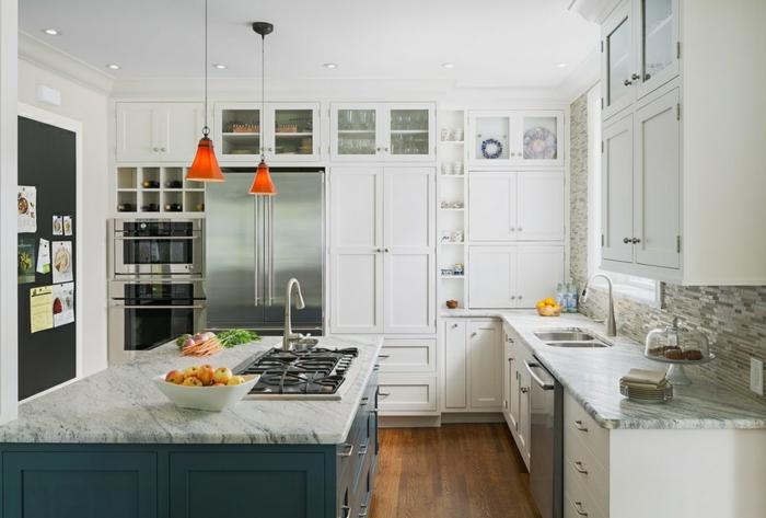 cocinas pequeñas con isla grande, cocina decorada en blanco con isla multifuncional en azul