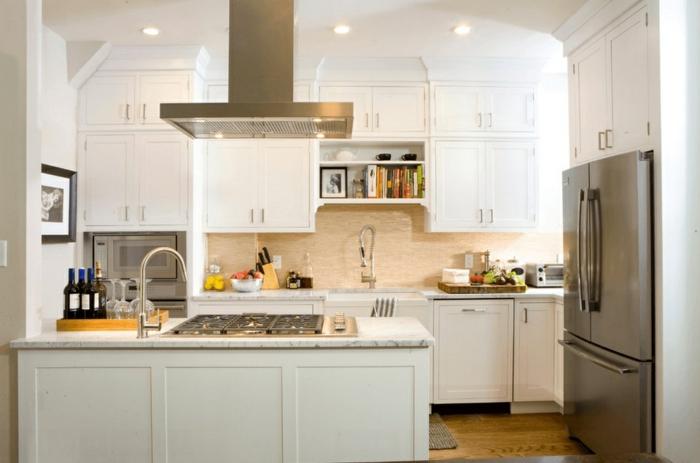 cocinas blancas decoradas en estilo contemporáneo con isla, decoración de cocinas de diseño