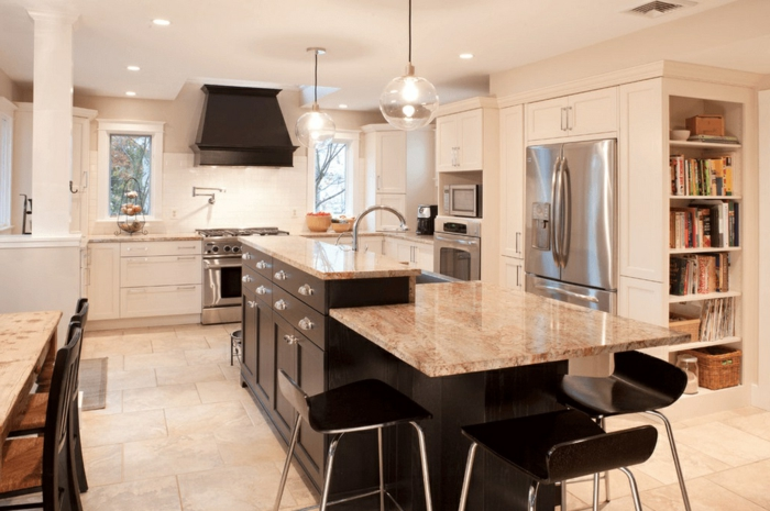 cocinas blancas modernas con isla comedor, espacios abiertos tendencias decoración 2018