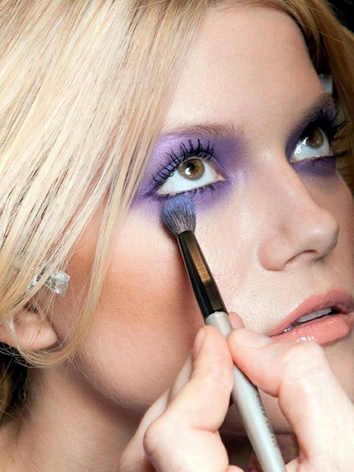 consejos útiles sobre como pintarse los ojos según su color y forma, sombras en lila claro en todo el párpado