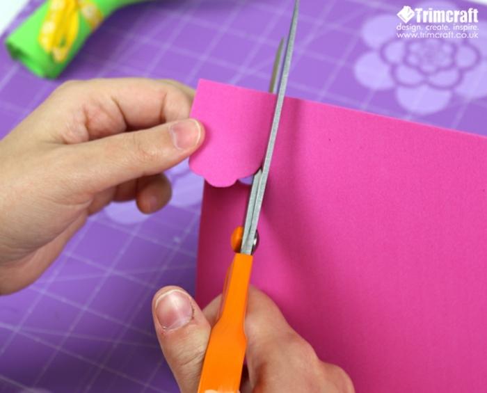 como hacer un regalo decorativo hecho de goma eva paso a paso, rosas en goma eva pequeñas